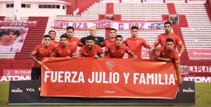 Plantel-Independiente-vs-Huracán-Bandera-Falcioni