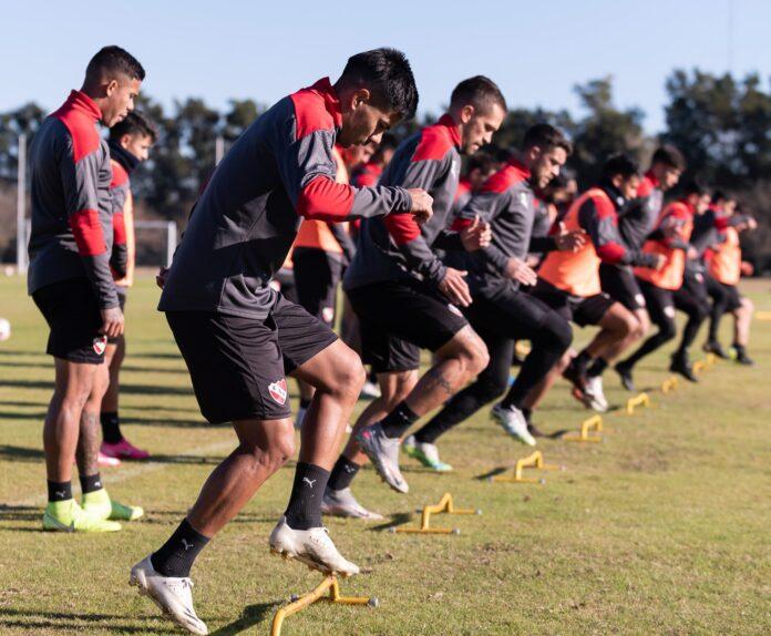 Plantel-Independiente-Entrenamiento-Villa-Domínico