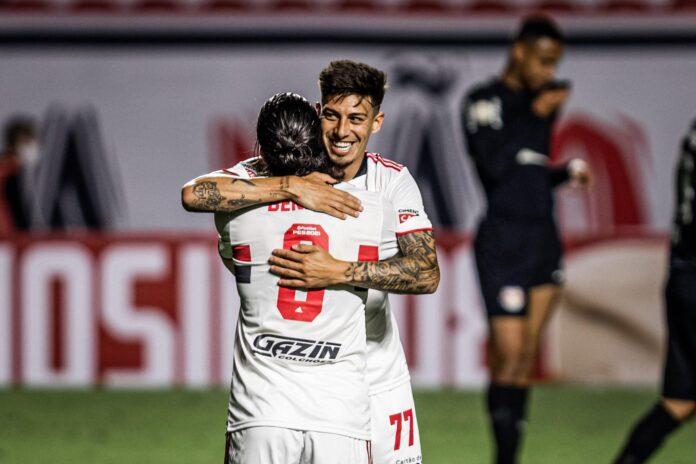 Emiliano-Rigoni-Martín-Benítez-San-Pablo-Independiente-Rojos-por-el-Mundo-Gol-vs-Bragantino