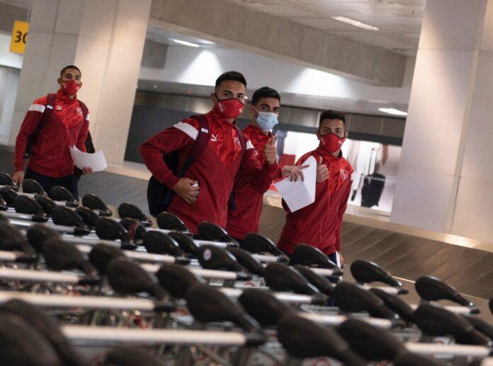 Plantel-Independiente-Vuelta-Aeropuerto-Argentina-Hisopados-Negativos